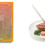 左:青木豊「Untitled」 Courtesy of KOSAKU KANECHIKA  右:増田敏也 Low Pixel CG「思い出ごはん(ハンバーグ)」Sokyo Gallery