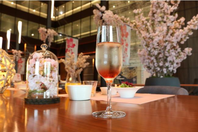 桜をイメージしたスパークリングワイン