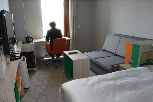 客室のサテライトオフィス利用イメージ(ホテルフクラシア大阪ベイ)