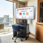 電車シミュレーター装置を設置した横浜のホテルの客室