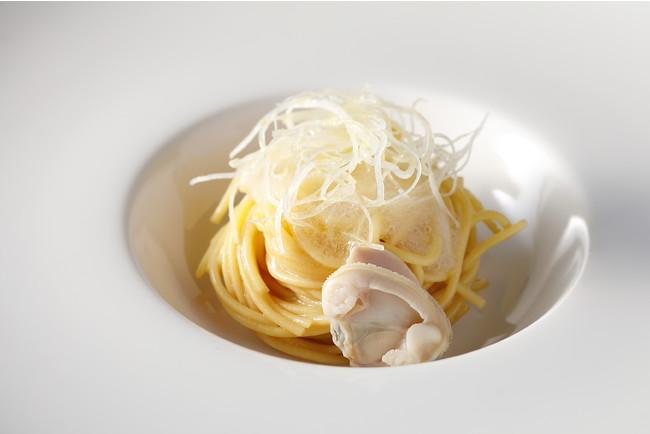 蛤と極み出汁 葛餡の冷製ゼンブ・ヌードル 山椒の香り