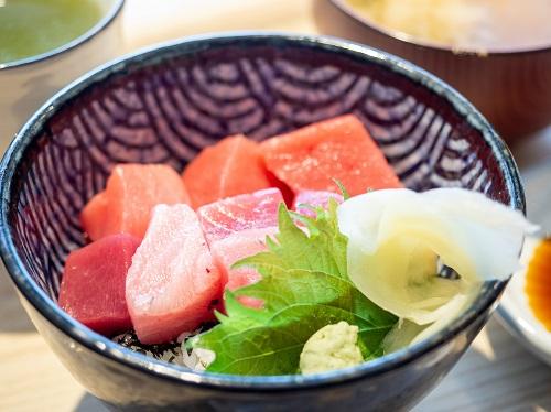 マグロ丼定食(てっか屋)